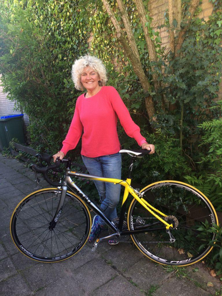 Bronwasser Websites rent, zwemt en fietst voor KWF